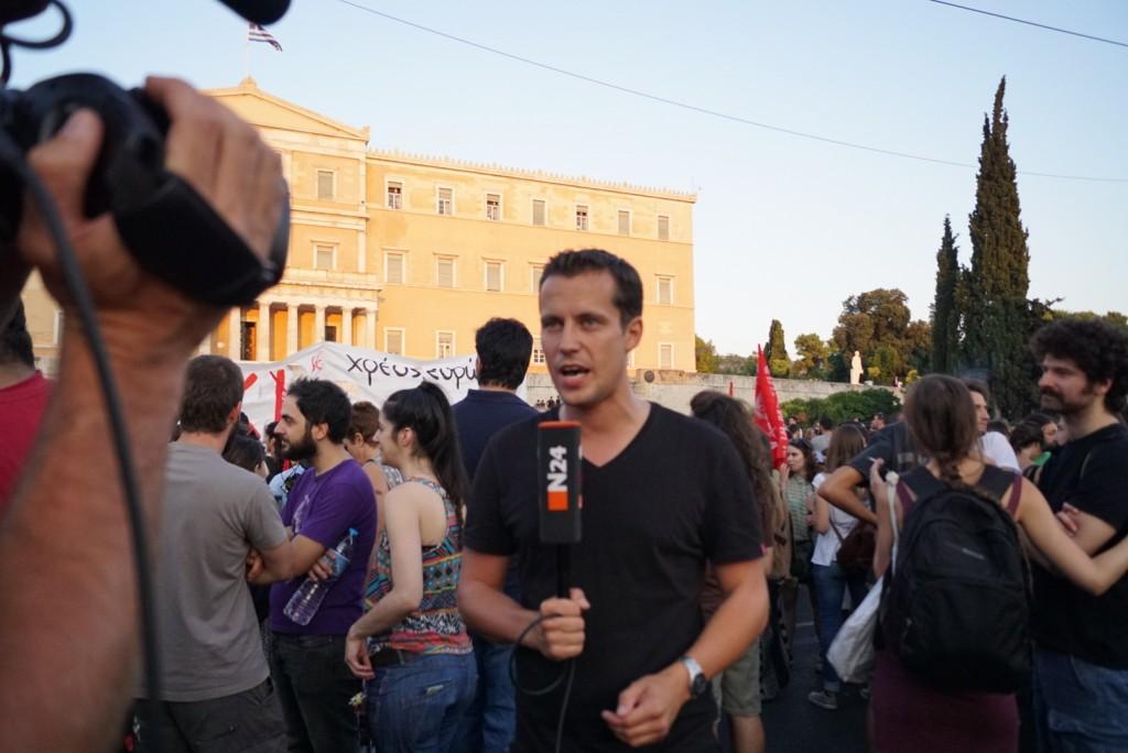 Χωρίς να γίνεται ο χαμός των προηγούμενων ημερών, αρκετά ήταν και αυτή τη φορά τα διεθνή κανάλια που κάλυψαν τη διαδήλωση.