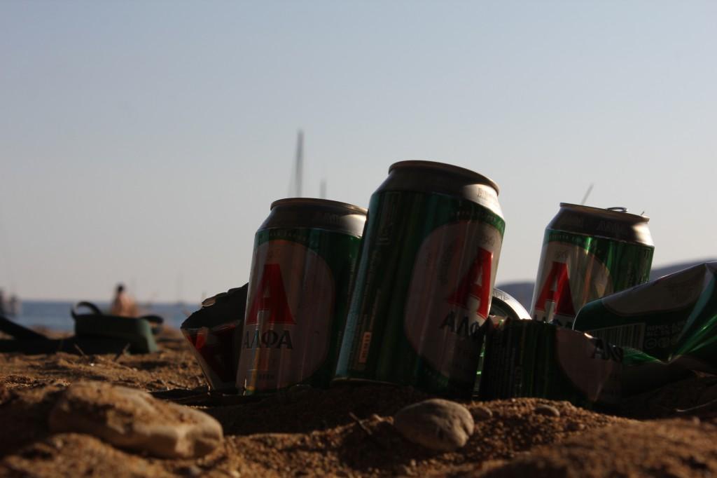 Κάθε καλή παρέα έχεις τις μπύρες της μαζί. Η επιλογή της Άλφα τυχαία.