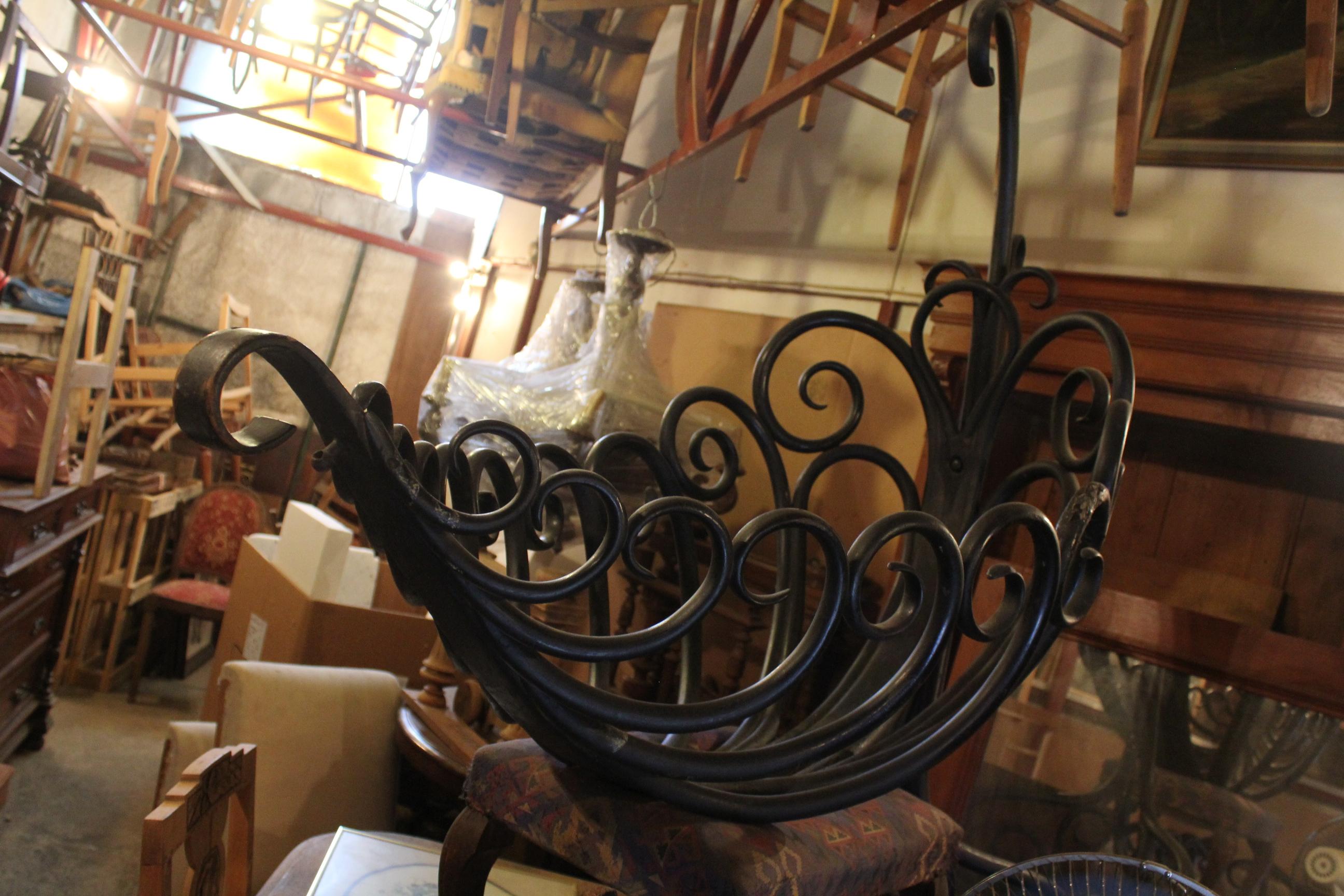Το παλαιότερο αντικείμενο στο παλαιοπωλείο του κ. Μαστρογιάννη