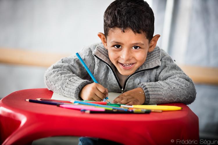 Ένα τέτοιο χαμόγελο δείχνει πόσο σημαντικό είναι ένα μολύβι για ένα παιδί. Μακεδονία.
