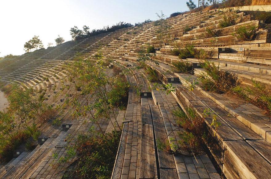 Abandoned-olympic-venues-39-57a88f4bb843d__880